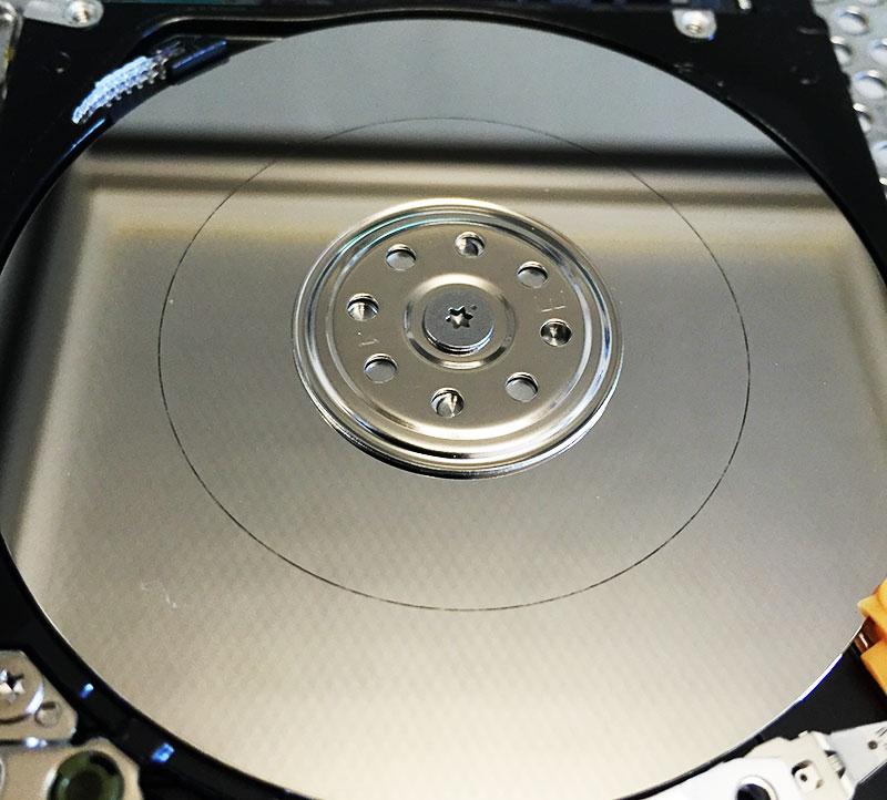 recuperare i dati hard disk, testine hard disk, disco graffiato